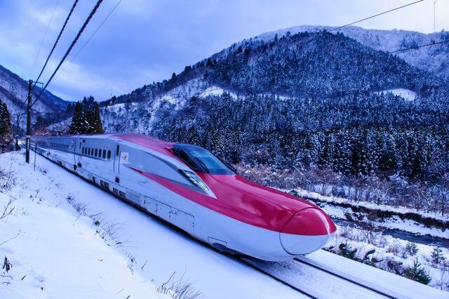新幹線のスノーボードやスキー板の持ち込みや置き場所は?列車ごとに紹介